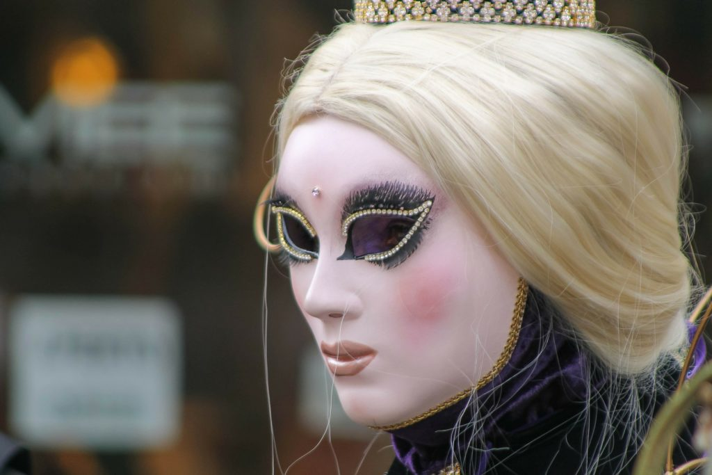 Authentisch leben ohne Masken. Blog Heilpraxis Monika Reisinger-Ausfelder Bayerbach, Ergoldsbach, Landshut, München